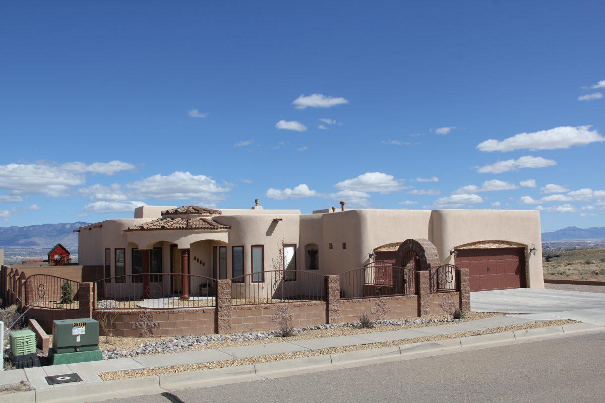 6204 Casa Blanca Drive NW, Albuquerque, NM 87120