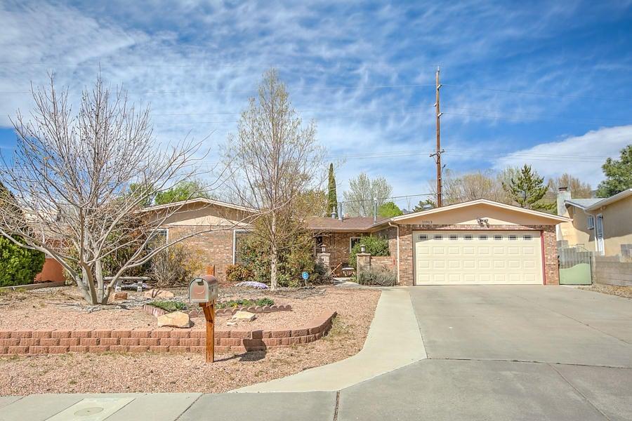 11913 Fulmer Drive NE, Albuquerque, NM 87111