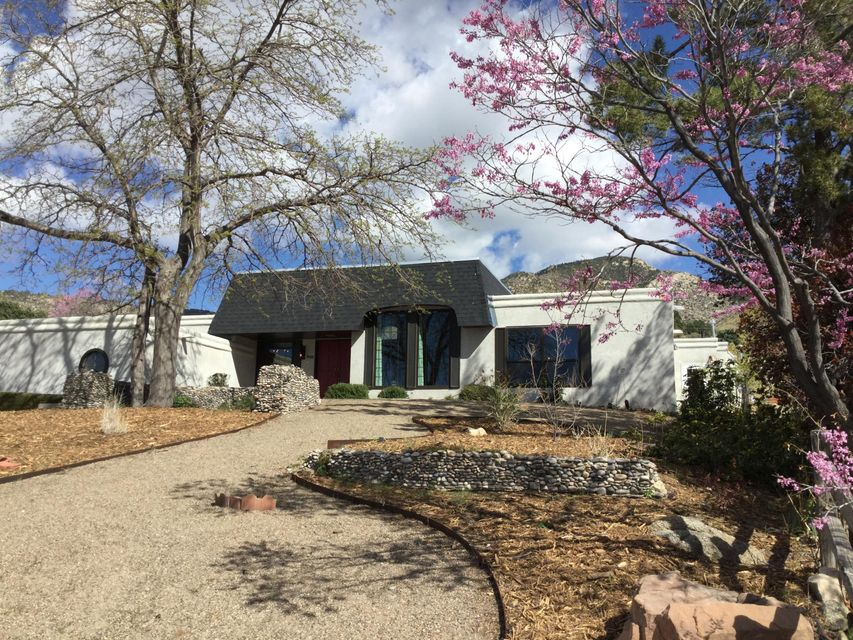 4700 Glenwood Hills Drive NE, Albuquerque, NM 87111