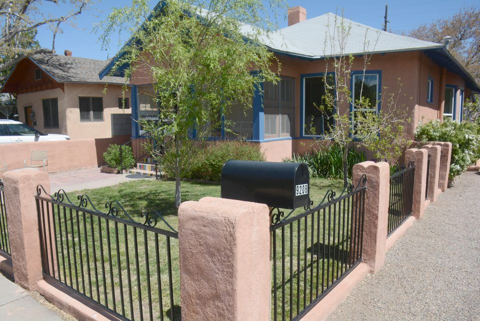 920 Forrester Avenue NW, Albuquerque, NM 87102