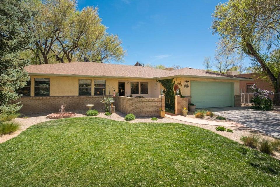 2728 Sheridan Street NW, Albuquerque, NM 87104