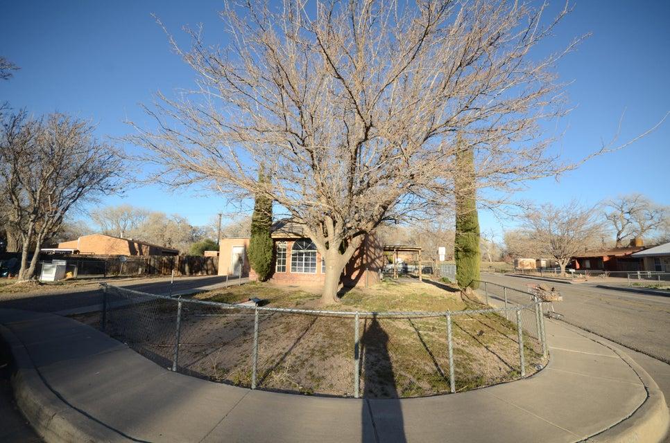 149 Sunset Place SW, Albuquerque, NM 87105