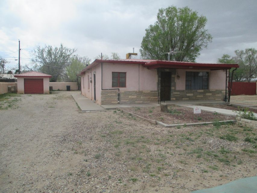 220 Camino Siete SW, Albuquerque, NM 87105