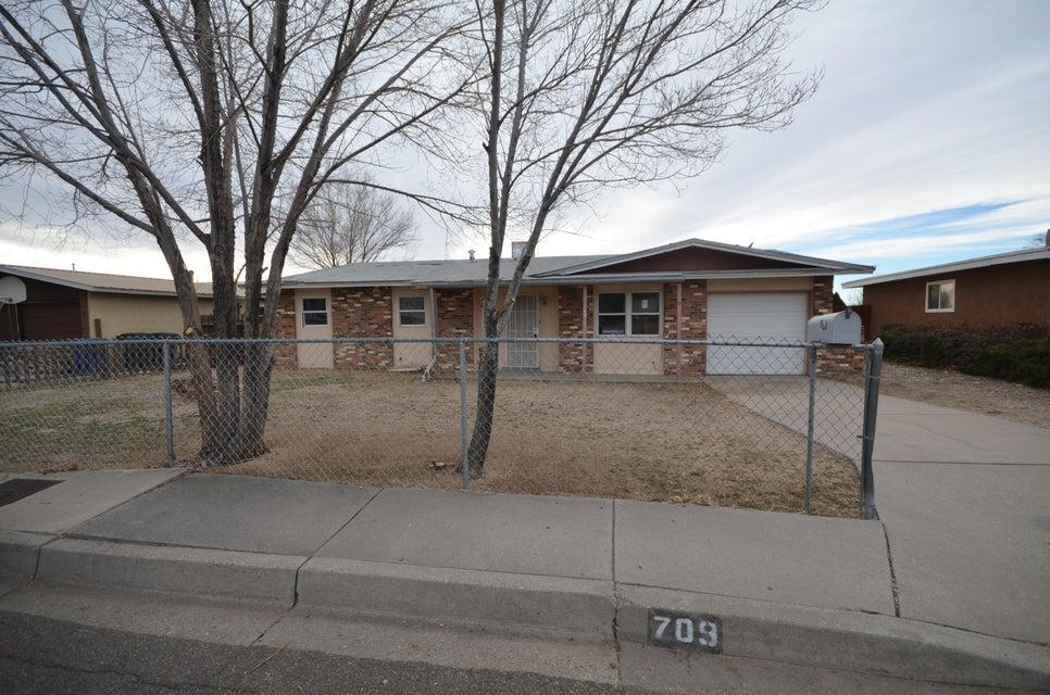 709 Nakomis Drive NE, Albuquerque, NM 87123