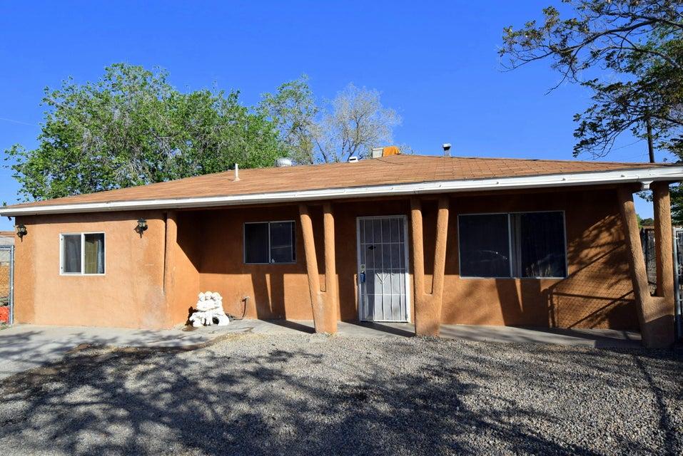 5811 Simon Court SW, Albuquerque, NM 87121