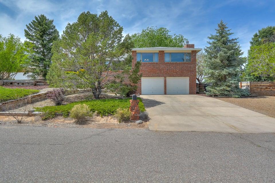 9649 Asbury Lane NW, Albuquerque, NM 87114