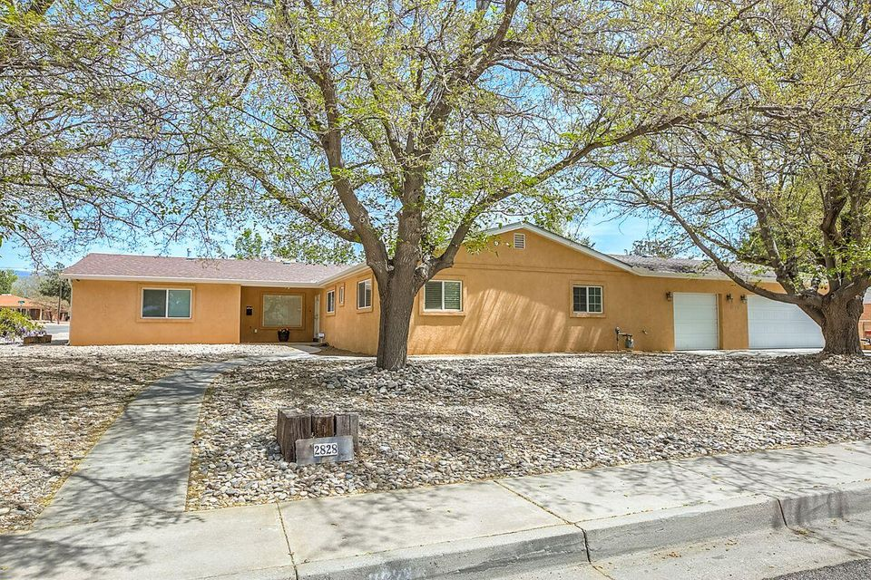 2828 Charleston Street NE, Albuquerque, NM 87110
