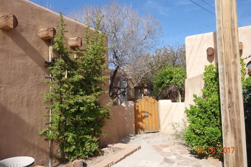200 63Rd Street SW 8, Albuquerque, NM 87121