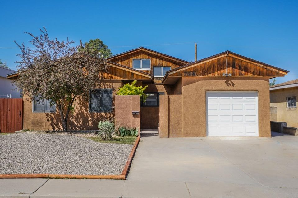 705 Charleston Street NE, Albuquerque, NM 87108