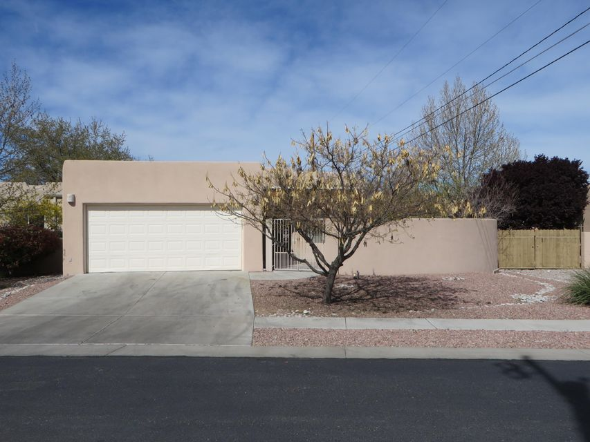 209 Manhattan Place NW, Albuquerque, NM 87104
