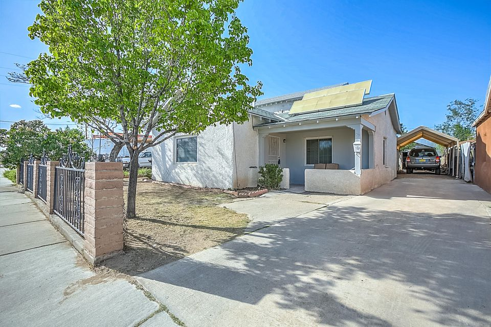 305 Phoenix Avenue NW, Albuquerque, NM 87107