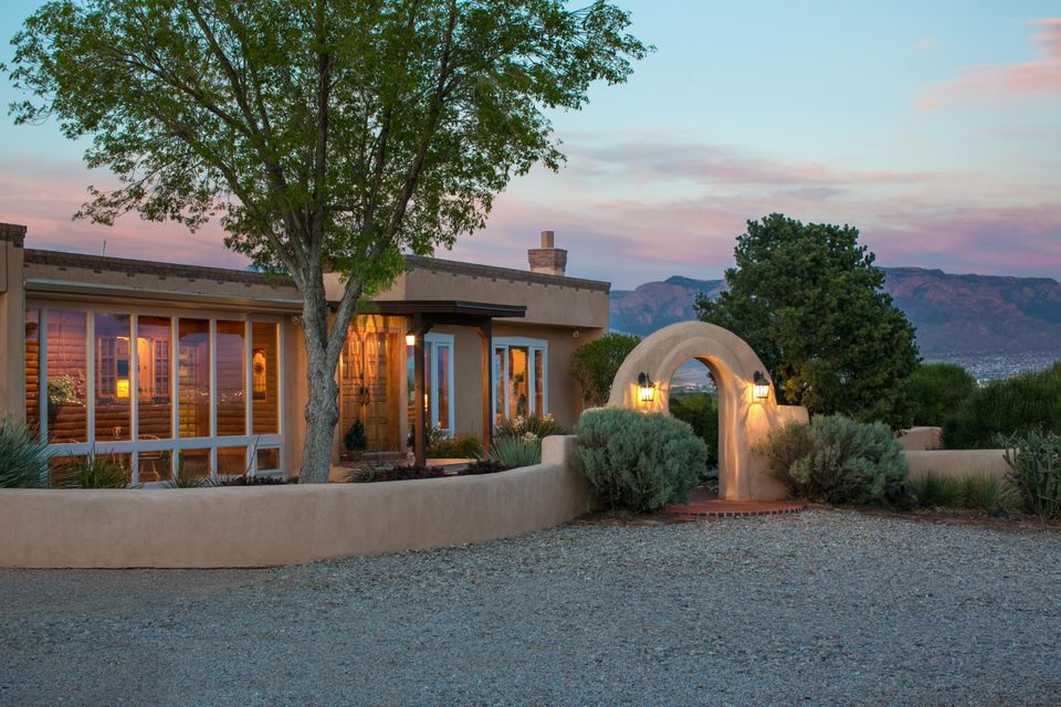 6419 Camino Del Arrebol NW, Albuquerque, NM 87120