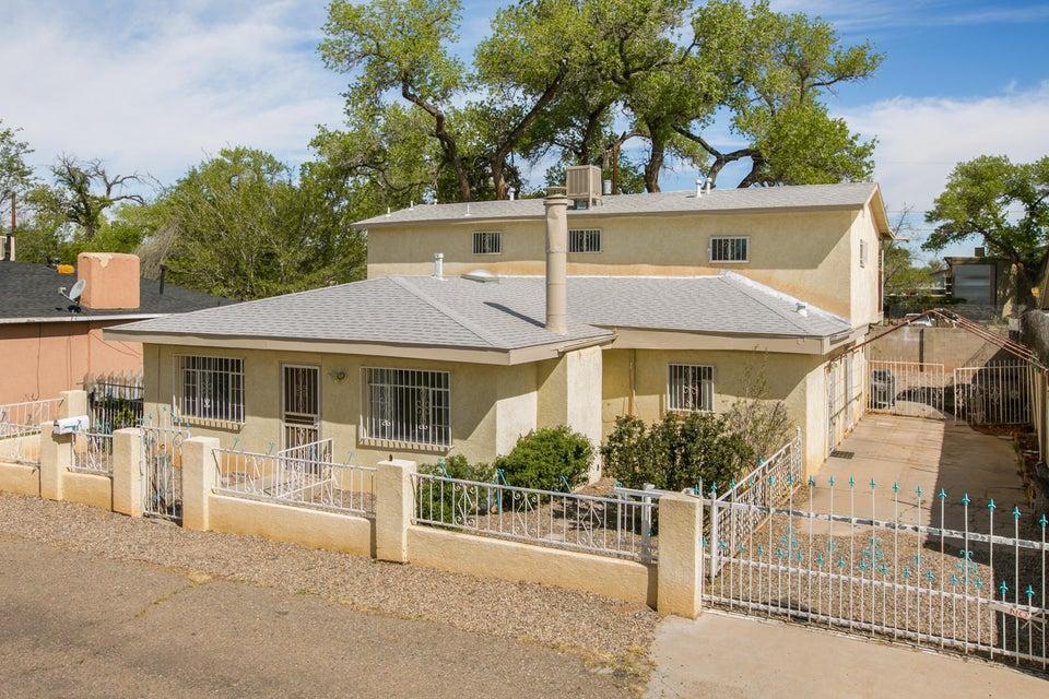 817 Whiting Road SW, Albuquerque, NM 87105
