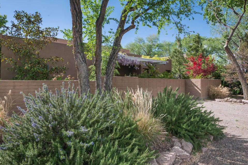 900 Acequia Escondida NW, Albuquerque, NM 87104