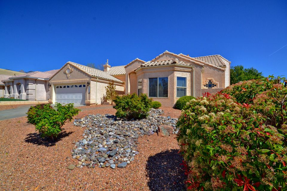 8600 Vintner,Albuquerque,New Mexico,United States 87122,3 Bedrooms Bedrooms,3 BathroomsBathrooms,Residential,Vintner,887997