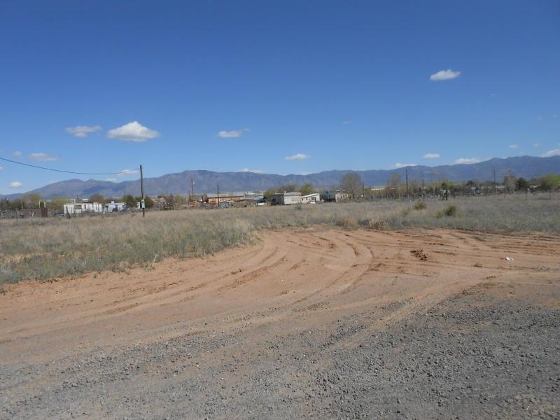 4 Contento Ct, Los Lunas, NM 87031