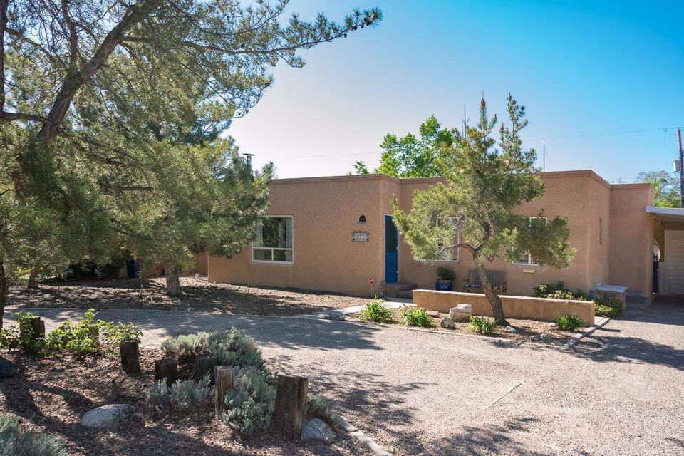 1010 Parkland Place SE, Albuquerque, NM 87108