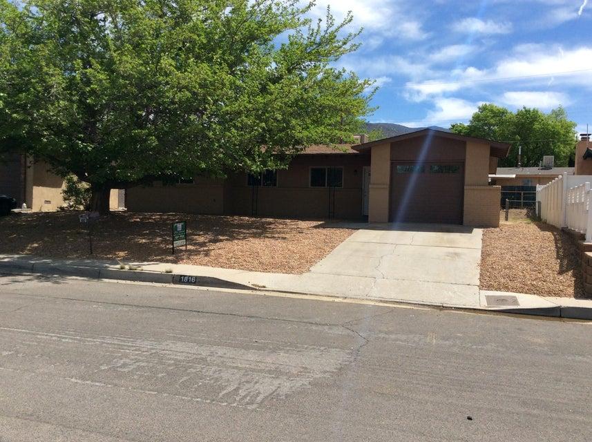 1816 Zena Lona Court NE, Albuquerque, NM 87112