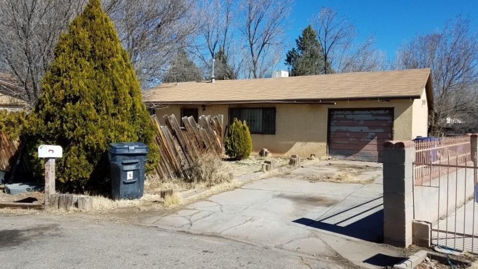 186 Osage Place SW, Albuquerque, NM 87105