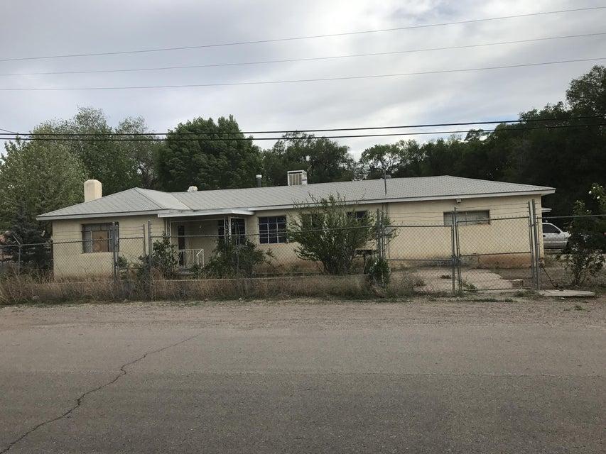 1102 Sunflower Road SW, Albuquerque, NM 87105