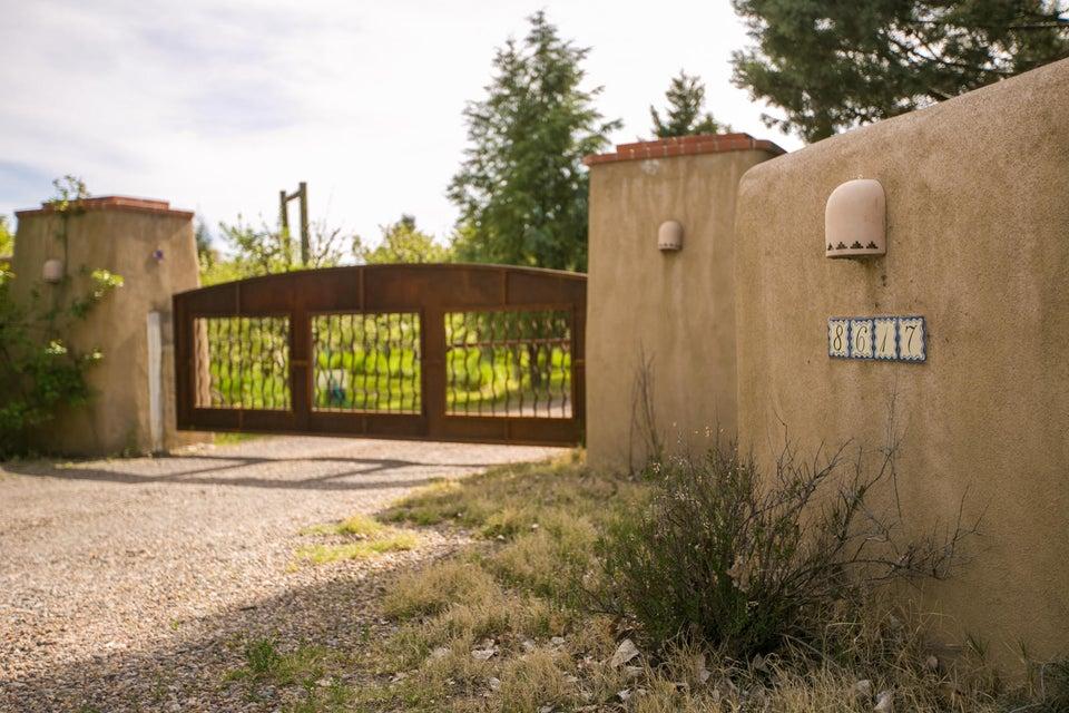 8613 Rio Grande Boulevard NW, Los Ranchos, NM 87114