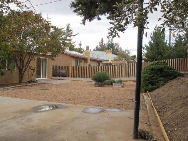 920 La Charles Drive NE, Albuquerque, NM 87112
