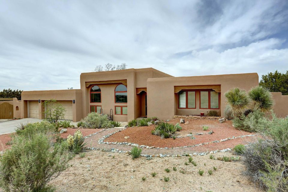 149 Placitas Trails Road, Placitas, NM 87043