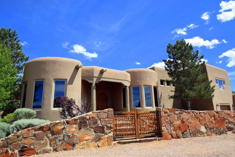 13532 Canada Del Oso Place NE, Albuquerque, NM 87111