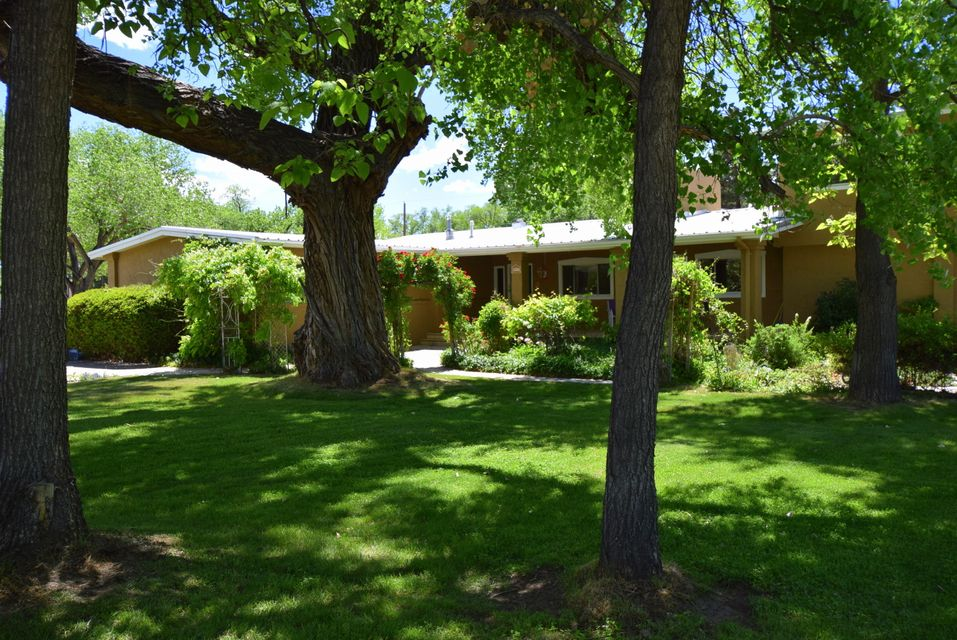 8911 Rio Grande Boulevard, Los Ranchos, NM 87114