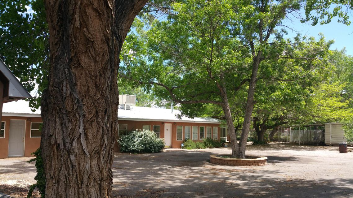 2240 Campbell Road NW, Albuquerque, NM 87104