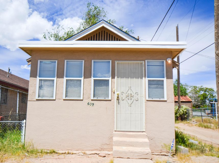 609 Bell Avenue SE, Albuquerque, NM 87102
