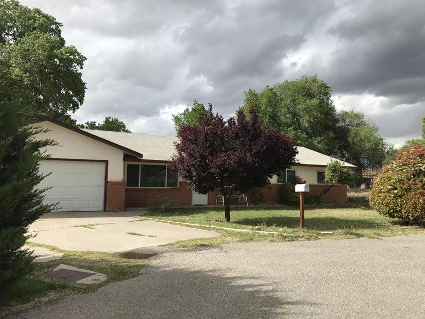 4601 Sunny Circle SW, Albuquerque, NM 87105