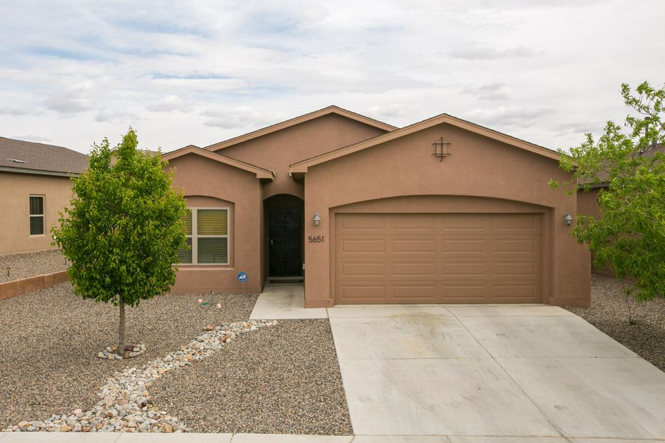 5651 BLUE FEATHER Avenue NW, Albuquerque, NM 87114