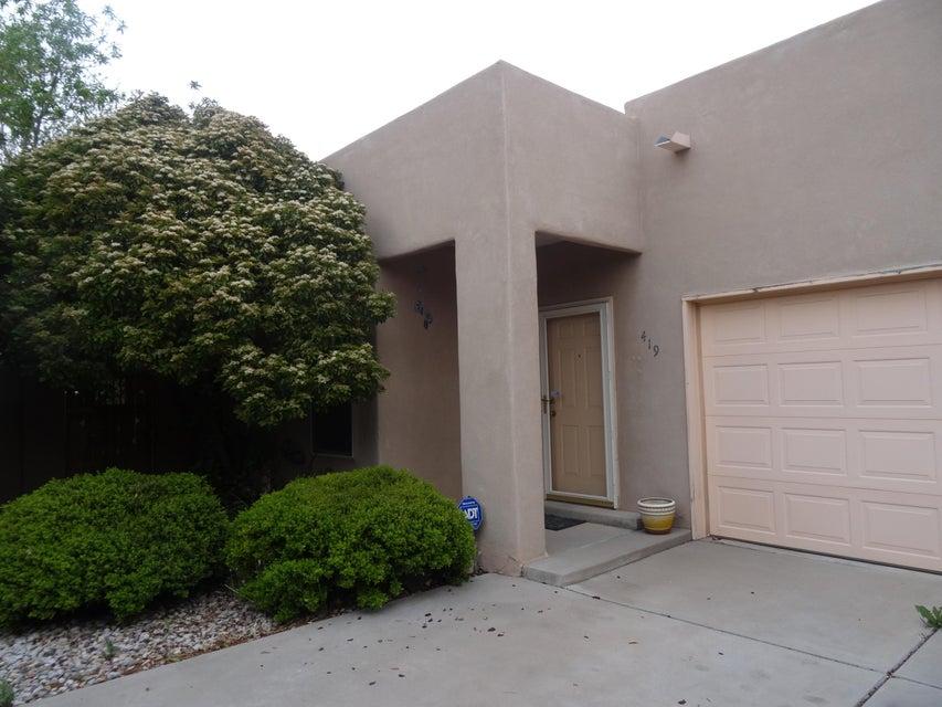 419 Phoenix Avenue NW, Albuquerque, NM 87107