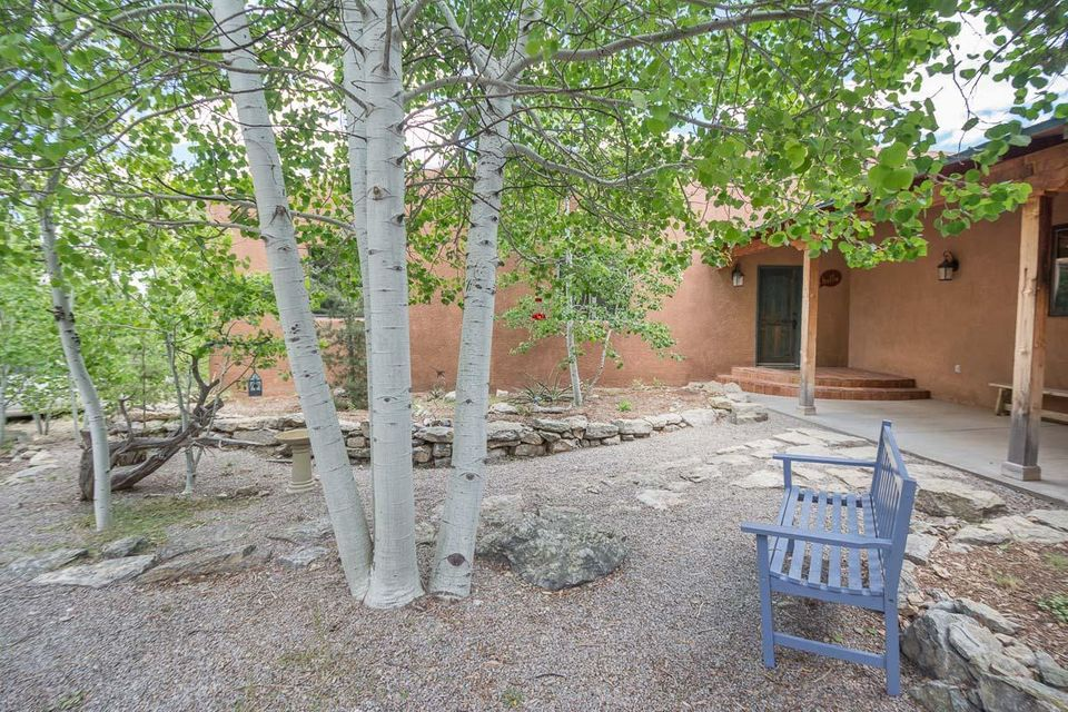 25 Calle Vallecitos, Tijeras, NM 87059
