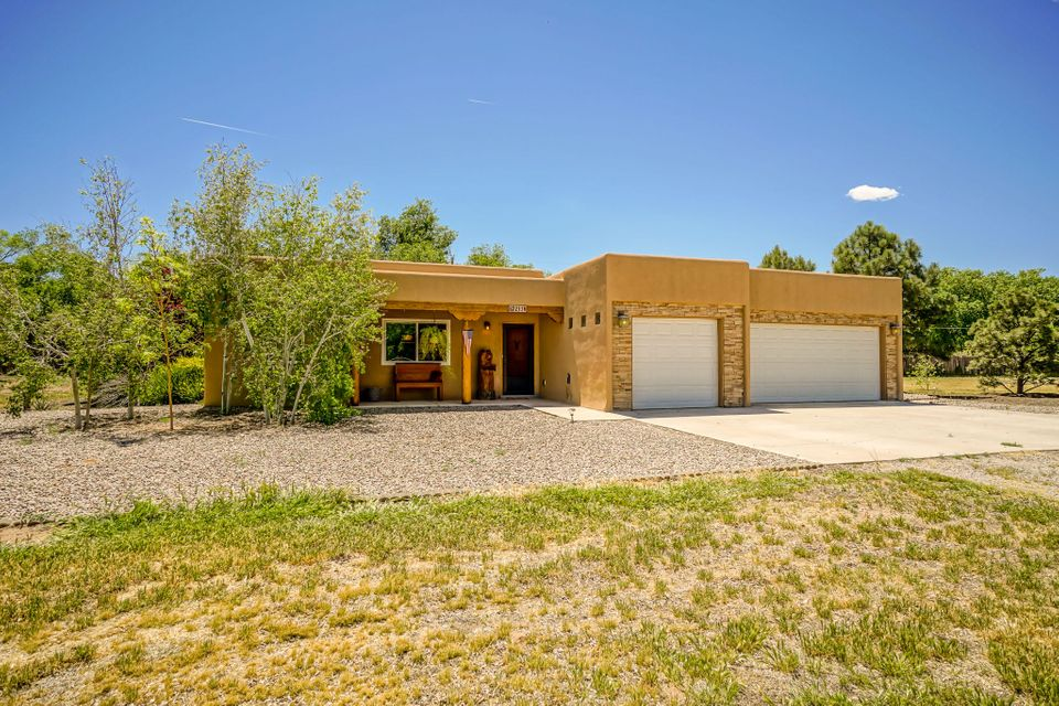 213 Ricardo Lane, Bernalillo, NM 87004