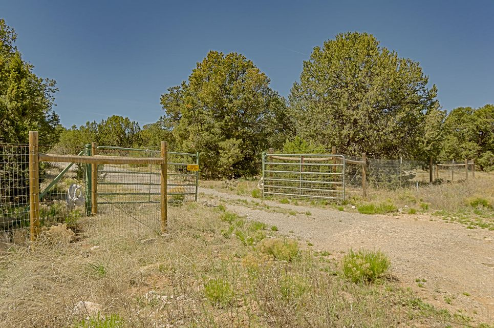 222 Skyline Drive, Edgewood, NM 87015