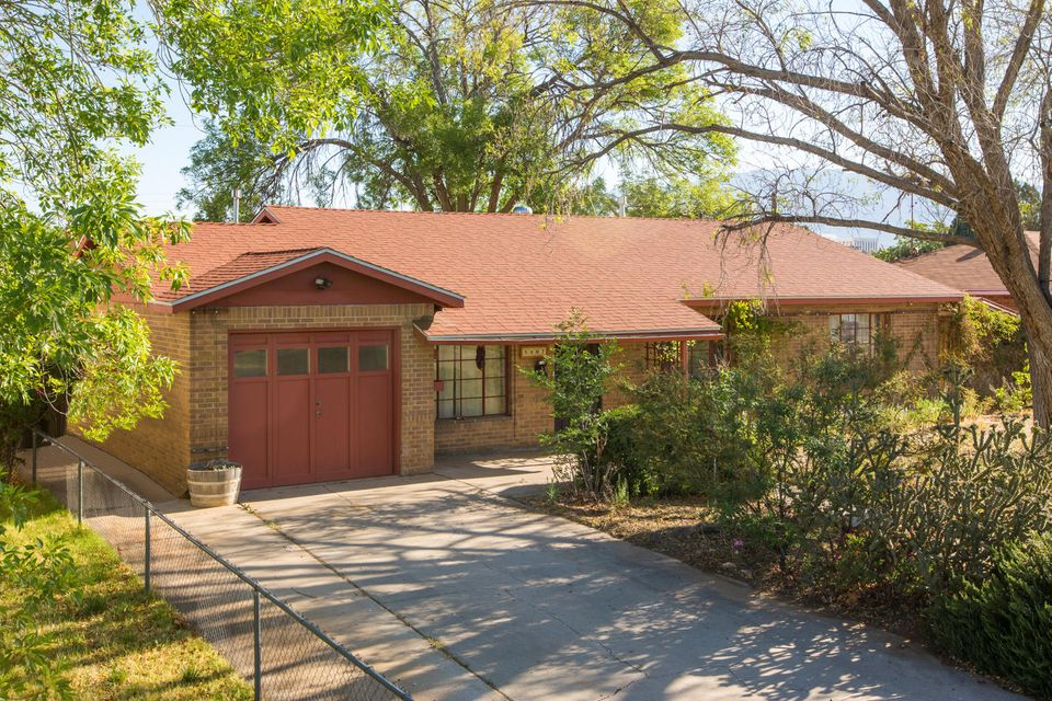 5907 Princess Jeanne Avenue NE, Albuquerque, NM 87110