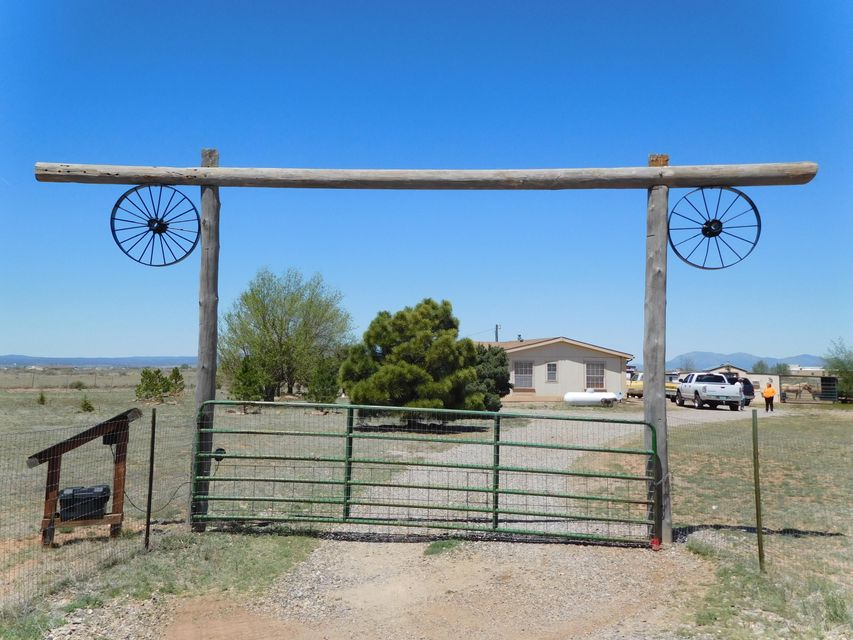 127 Sunset Road, Moriarty, NM 87035