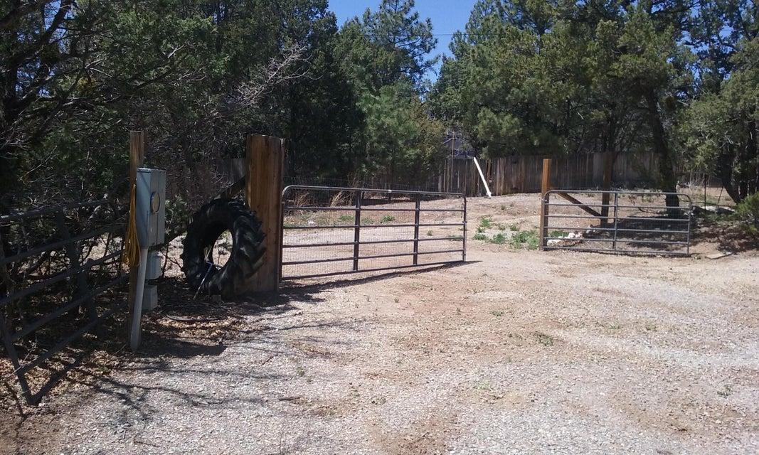40 Robinhood Lane, Tijeras, NM 87059