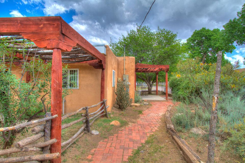 901 Riverside Drive SW, Albuquerque, NM 87105