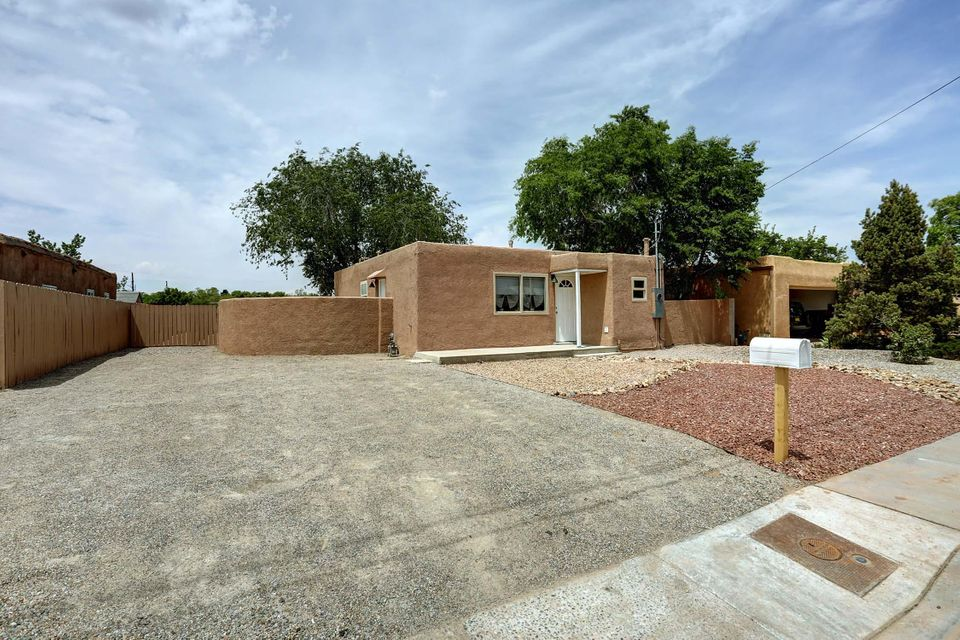 4905 14Th Street NW, Albuquerque, NM 87107