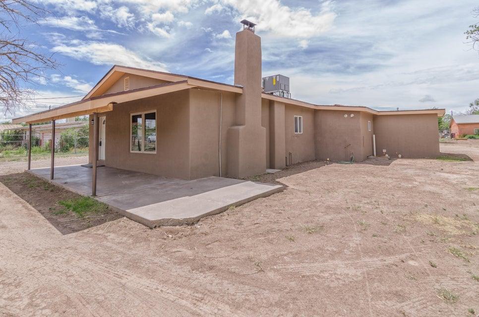 2215 Tapia Boulevard SW, Albuquerque, NM 87105