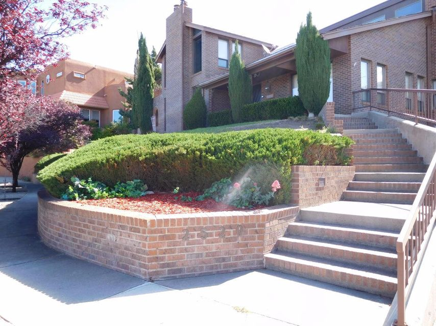 2520 Myra Place NE, Albuquerque, NM 87112