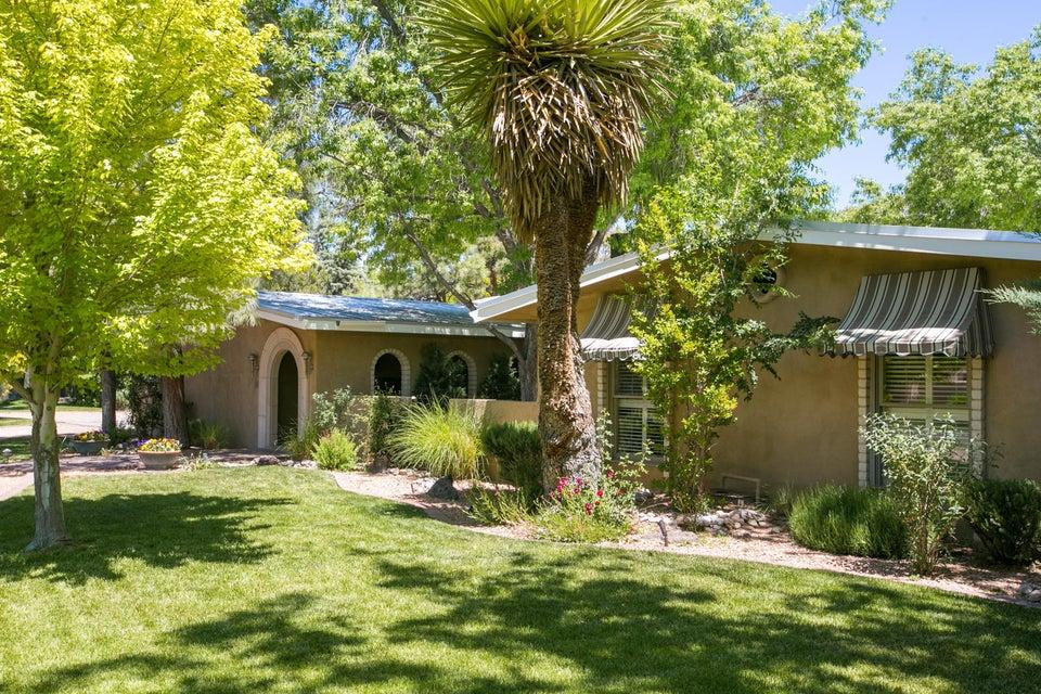 813 SALAMANCA Street NW, Los Ranchos, NM 87107