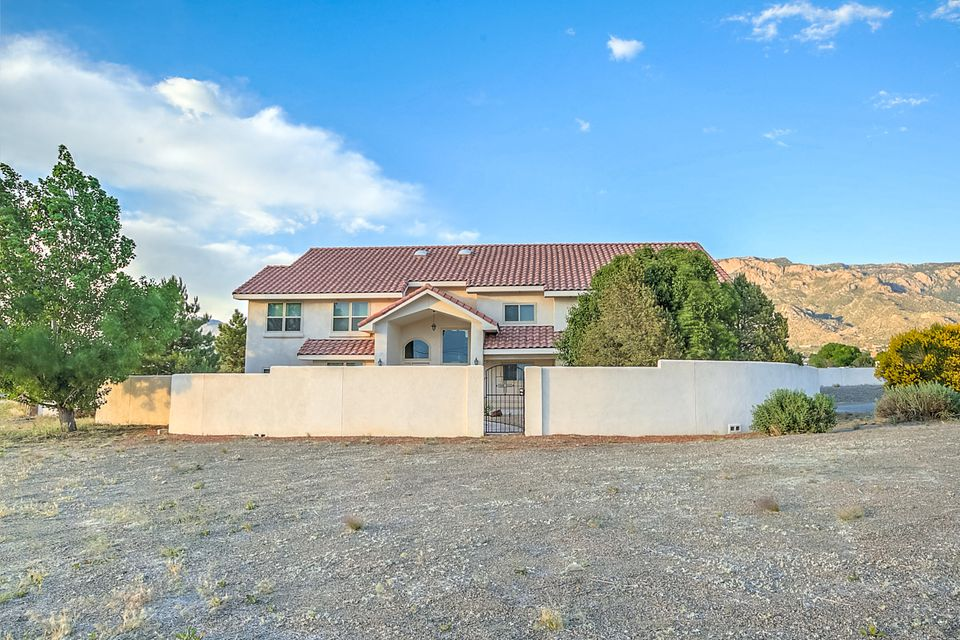 11201 Corona Avenue NE, Albuquerque, NM 87122