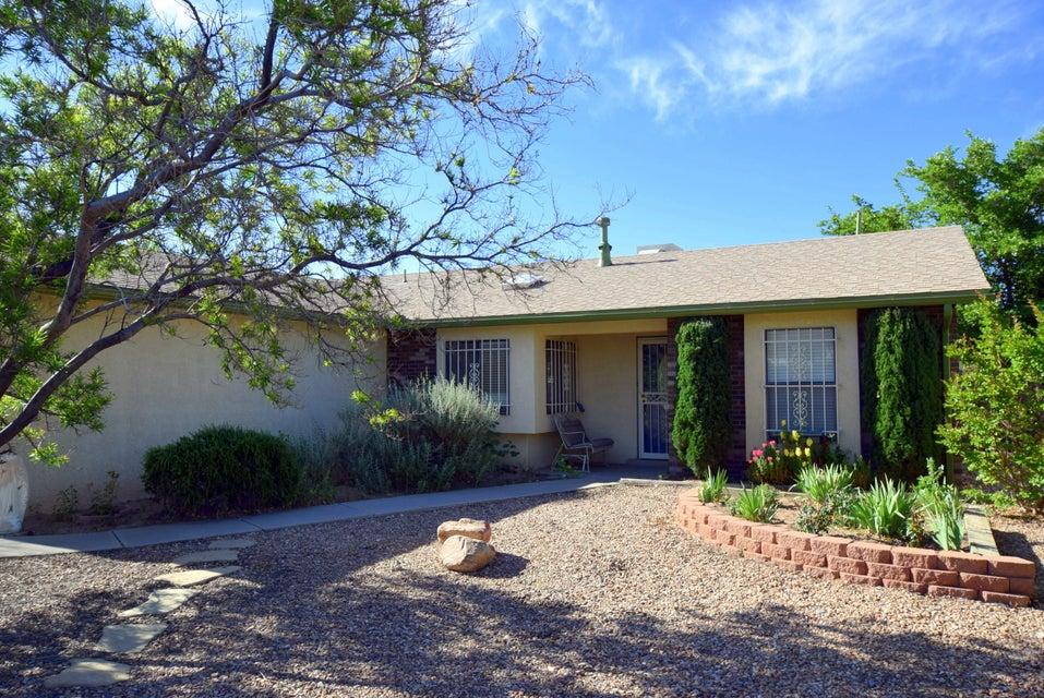 4708 Periwinkle Court NW, Albuquerque, NM 87120