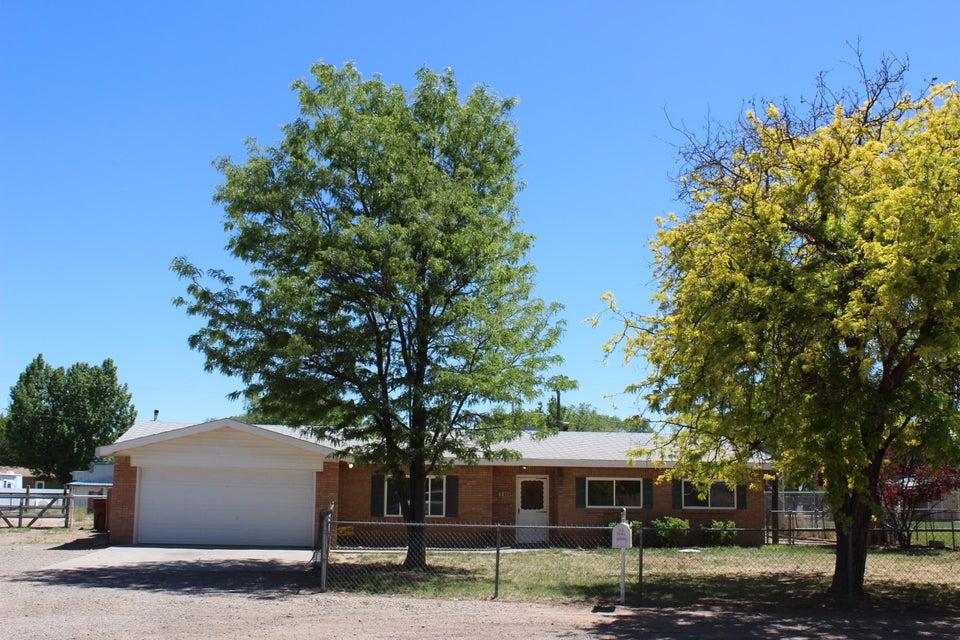 375 Valle Verde Place, Bosque Farms, NM 87068