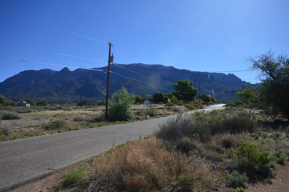 11020 Modesto Avenue NE, Albuquerque, NM 87122