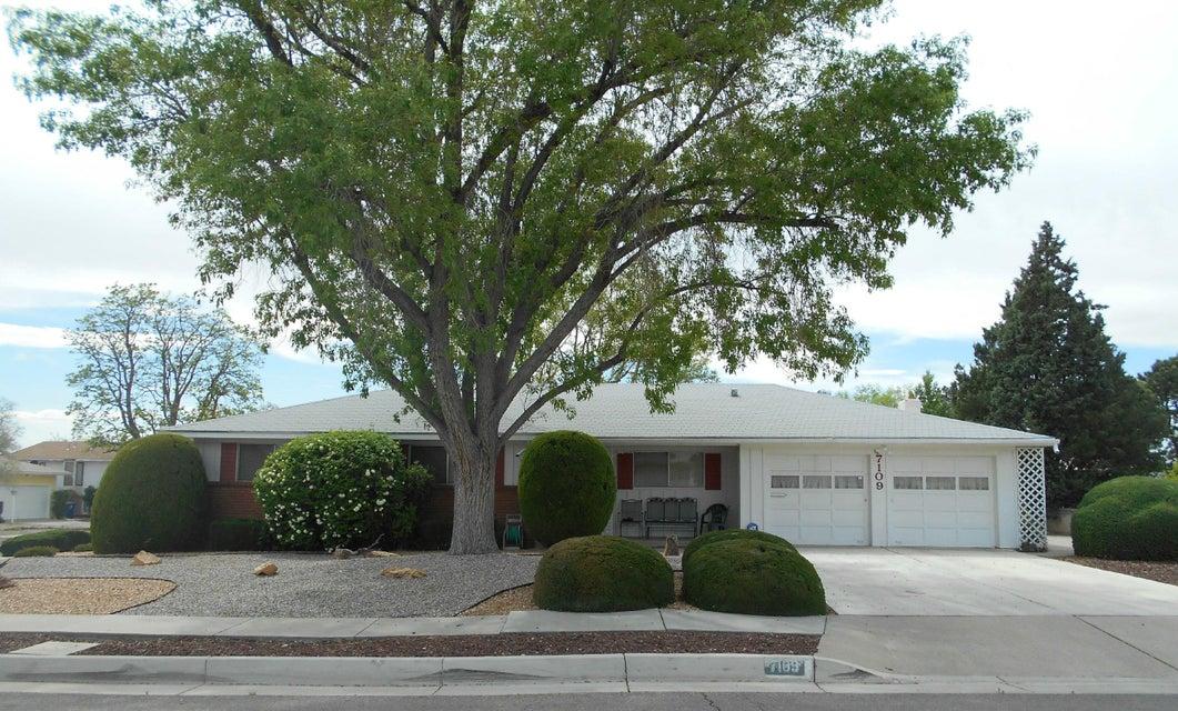 7109 Eve Court NE, Albuquerque, NM 87110